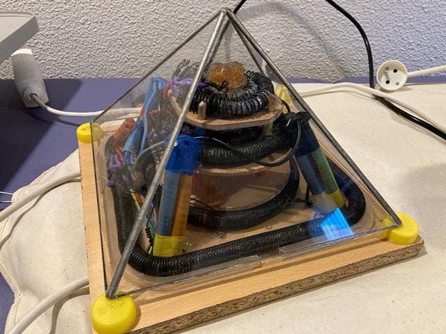 technologie-Keshe-Magrav-Pyramide-Bouger-la-vie